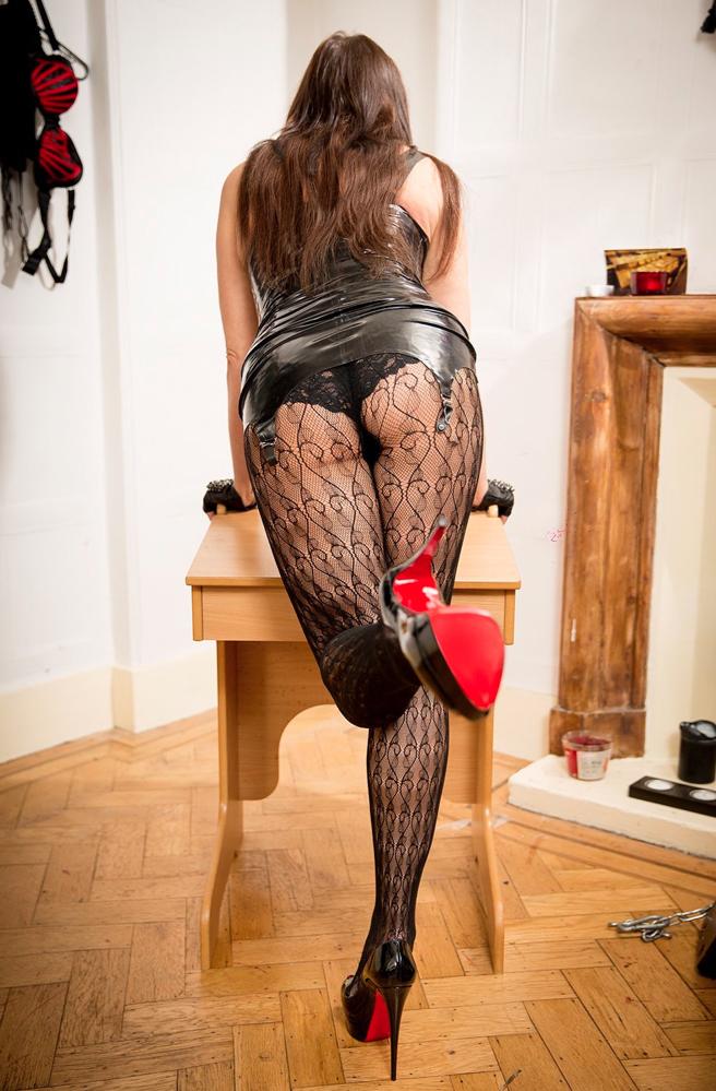 London-Mistress-Allure-assworship-legworship-footfetish